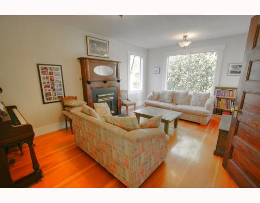 Photo 4: 852 E PENDER Street in Vancouver: Mount Pleasant VE House for sale (Vancouver East)  : MLS® # V764931