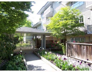 "Main Photo: 203 5577 SMITH Avenue in Burnaby: Central Park BS Condo for sale in ""COTTONWOOD GROVE"" (Burnaby South)  : MLS® # V766728"