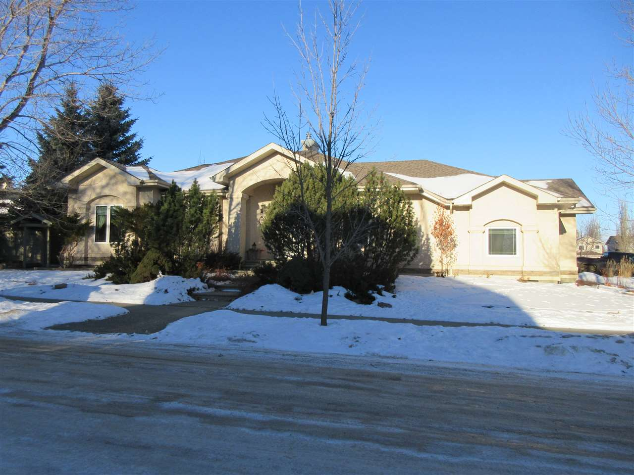 FEATURED LISTING: 26 EASTCOTT Drive St. Albert