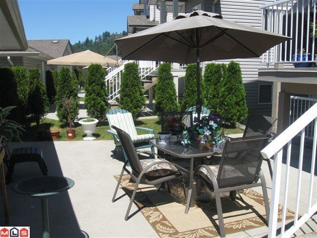 "Photo 3: 116 33751 7TH Avenue in Mission: Mission BC Townhouse for sale in ""HERITAGE PARK"" : MLS® # F1019203"