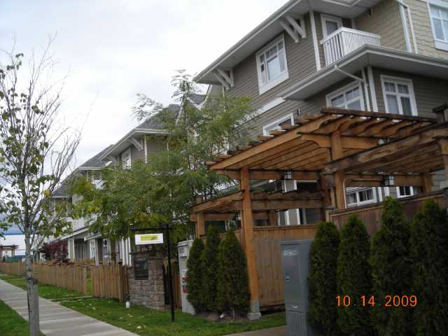 "Photo 3: 56 7388 MACPHERSON Avenue in Burnaby: Metrotown Townhouse for sale in ""ACACIA GARDENS"" (Burnaby South)  : MLS(r) # V792820"
