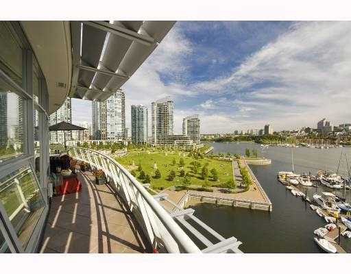 Photo 3: 801 628 KINGHORNE MEWS BB in Vancouver: False Creek North Condo for sale (Vancouver West)  : MLS® # V778161