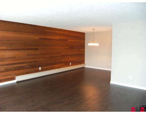 "Photo 4: 207 7473 140TH Street in Surrey: East Newton Condo for sale in ""GLENCOE ESTATES"" : MLS(r) # F2909668"