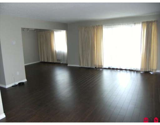 "Photo 3: 207 7473 140TH Street in Surrey: East Newton Condo for sale in ""GLENCOE ESTATES"" : MLS(r) # F2909668"