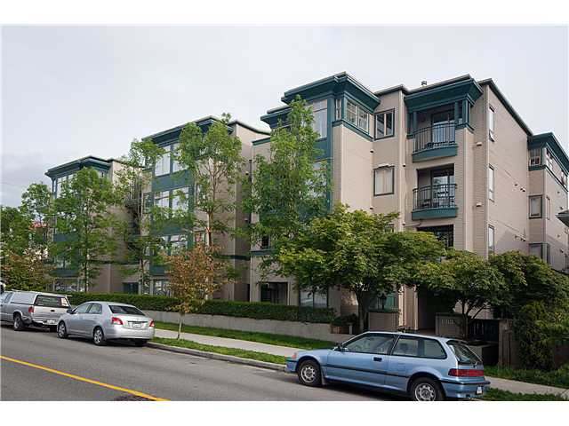 "Main Photo: 402 688 E 16TH Avenue in Vancouver: Fraser VE Condo for sale in ""VINTAGE EASTSIDE"" (Vancouver East)  : MLS® # V833214"