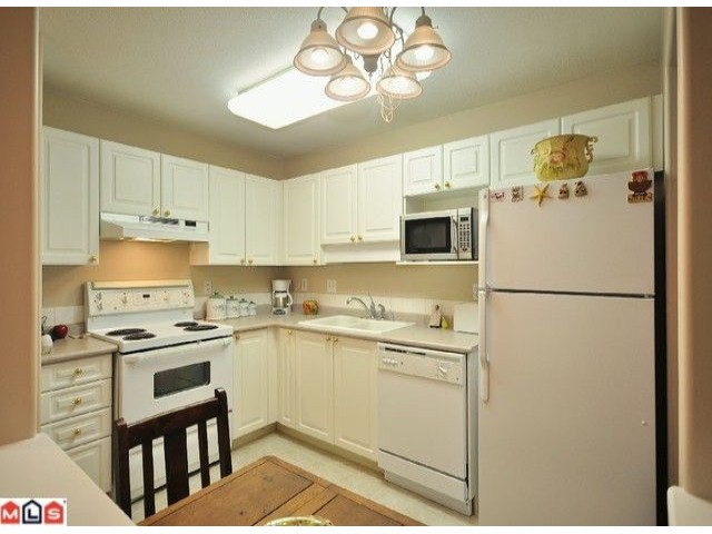 "Photo 5: 108 20189 54TH Avenue in Langley: Langley City Condo for sale in ""Catalina Gardens"" : MLS(r) # F1025178"