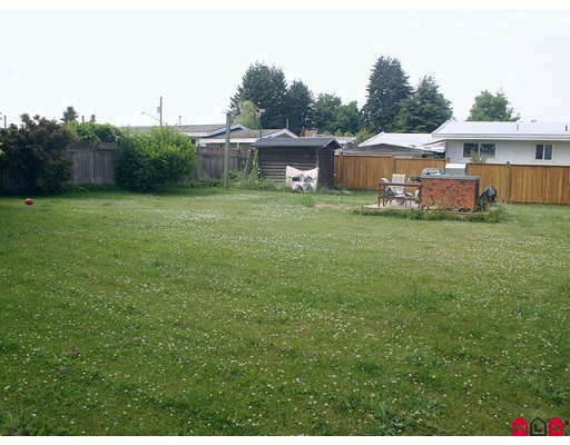 "Photo 12: 2077 WARE Street in Abbotsford: Central Abbotsford House Duplex for sale in ""ABBOTSFORD HOSPITAL"" : MLS® # F2914596"