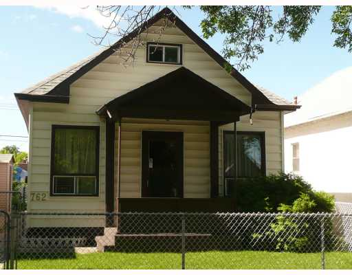 Main Photo: 762 PRITCHARD Avenue in WINNIPEG: North End Residential for sale (North West Winnipeg)  : MLS®# 2913090