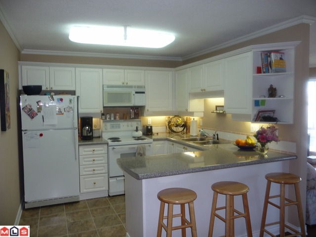 "Photo 3: 404 15941 MARINE Drive: White Rock Condo for sale in ""The Heritage"" (South Surrey White Rock)  : MLS(r) # F1024233"
