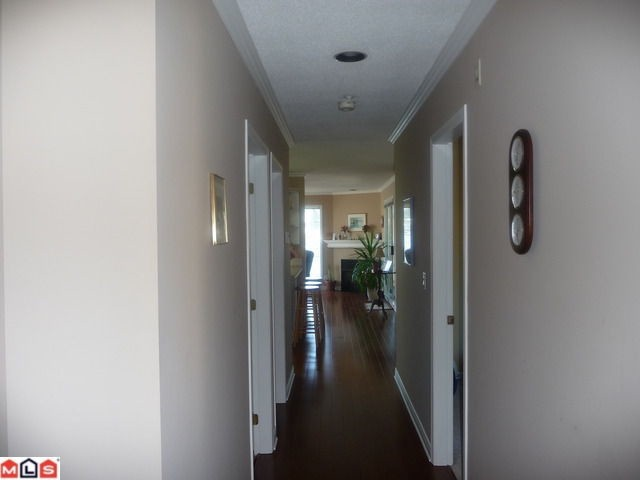 "Photo 2: 404 15941 MARINE Drive: White Rock Condo for sale in ""The Heritage"" (South Surrey White Rock)  : MLS(r) # F1024233"