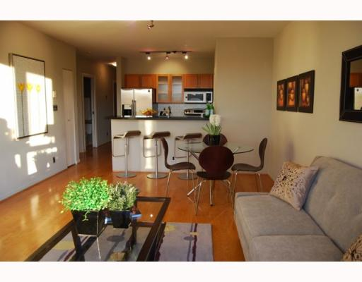 "Photo 4: 404 1688 CYPRESS Street in Vancouver: Kitsilano Condo for sale in ""YORKVILLE SOUTH"" (Vancouver West)  : MLS(r) # V797521"