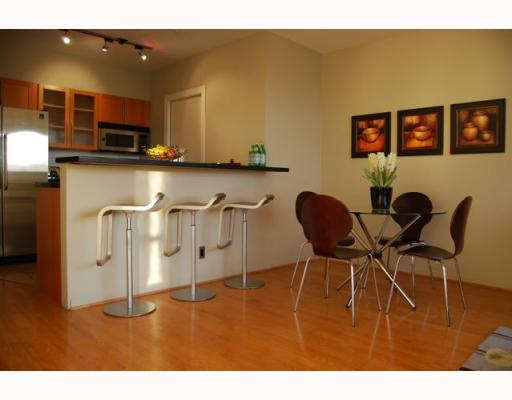 "Photo 5: 404 1688 CYPRESS Street in Vancouver: Kitsilano Condo for sale in ""YORKVILLE SOUTH"" (Vancouver West)  : MLS(r) # V797521"