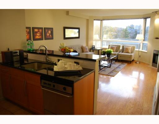 "Photo 2: 404 1688 CYPRESS Street in Vancouver: Kitsilano Condo for sale in ""YORKVILLE SOUTH"" (Vancouver West)  : MLS(r) # V797521"