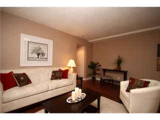 Main Photo: 7 605 67 Avenue SW in CALGARY: Kingsland Condo for sale (Calgary)  : MLS®# C3446570