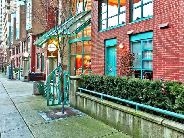 "Main Photo: 937 HOMER Street in Vancouver: Downtown VW Townhouse for sale in ""PINNACLE"" (Vancouver West)  : MLS®# V866402"