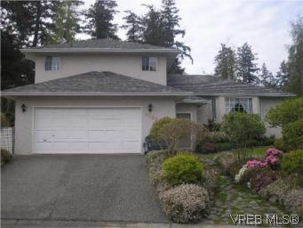Main Photo: 3982 Blue Ridge Place in VICTORIA: SW Strawberry Vale Single Family Detached for sale (Saanich West)  : MLS® # 262373