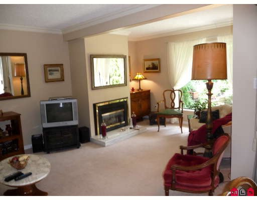 "Photo 2: 15911 ALDER Place in Surrey: King George Corridor Townhouse for sale in ""ALDERWOOD"" (South Surrey White Rock)  : MLS® # F2912007"