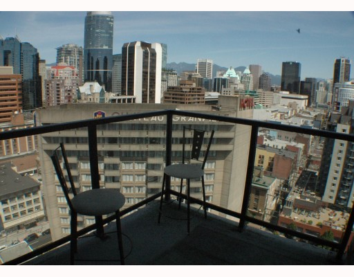 "Photo 9: 2002 1155 SEYMOUR Street in Vancouver: Downtown VW Condo for sale in ""BRAVA"" (Vancouver West)  : MLS(r) # V775700"