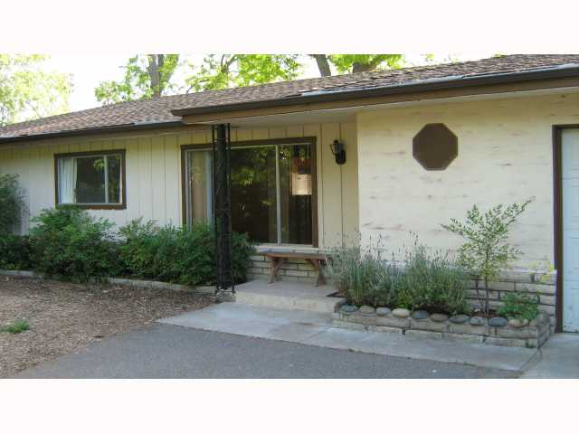 Main Photo: VISTA House for sale : 3 bedrooms : 1665 York Drive