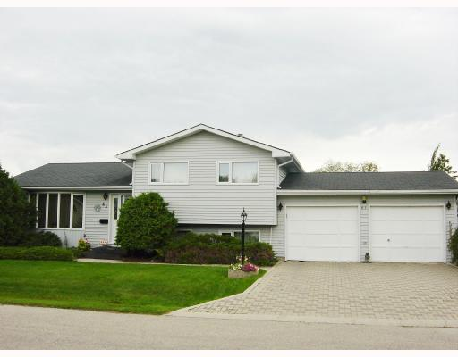 Main Photo: 65 ASCOT Bay in WINNIPEG: Charleswood Residential for sale (South Winnipeg)  : MLS®# 2818219