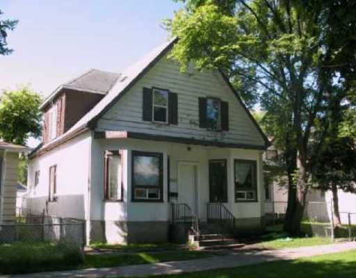 Main Photo: 662 MANITOBA Avenue in WINNIPEG: North End Residential for sale (North West Winnipeg)  : MLS® # 2919383