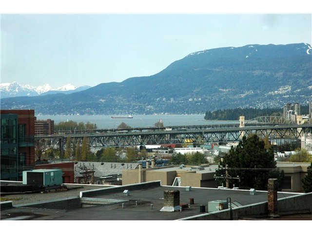 "Photo 10: 607 1068 W BROADWAY in Vancouver: Fairview VW Condo for sale in ""THE ZONE"" (Vancouver West)  : MLS® # V851960"