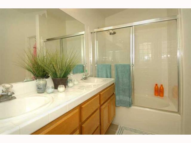 Photo 6: EL CAJON House for sale : 3 bedrooms : 1010 LILLIAN LANE