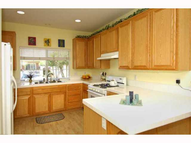Photo 2: EL CAJON House for sale : 3 bedrooms : 1010 LILLIAN LANE