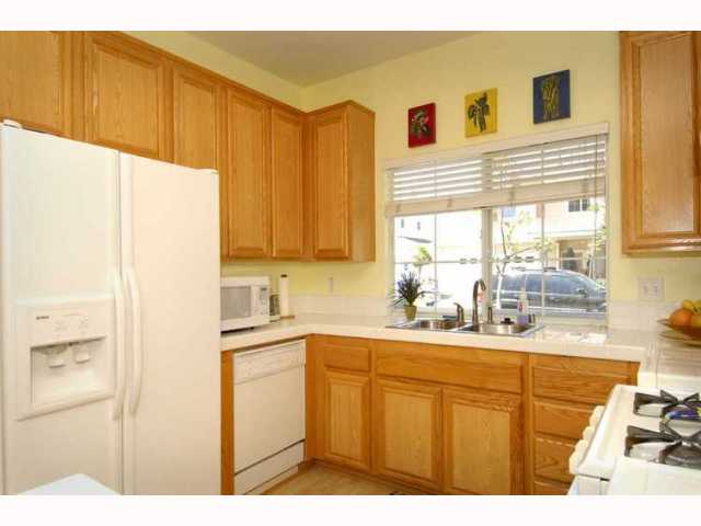 Photo 4: EL CAJON House for sale : 3 bedrooms : 1010 LILLIAN LANE