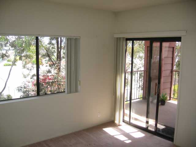Photo 4: SAN DIEGO Condo for sale : 2 bedrooms : 3955 Faircross #80