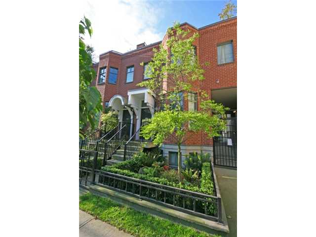 "Main Photo: 842 W 6TH Avenue in Vancouver: Fairview VW Townhouse for sale in ""BOXWOOD GREEN"" (Vancouver West)  : MLS(r) # v835830"
