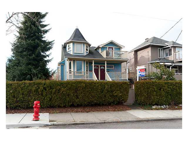 Main Photo: 2649 FRASER Street in Vancouver: Mount Pleasant VE House for sale (Vancouver East)  : MLS® # V863969