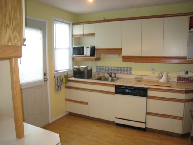 Photo 3: 52 DICKSON Crescent in WINNIPEG: Manitoba Other Residential for sale : MLS(r) # 1015927