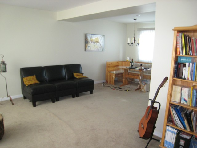 Photo 2: 52 DICKSON Crescent in WINNIPEG: Manitoba Other Residential for sale : MLS(r) # 1015927