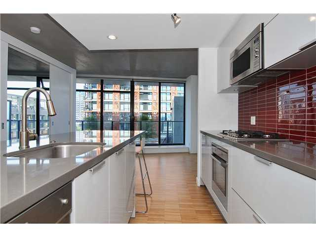 "Main Photo: 1208 108 W CORDOVA Street in Vancouver: Downtown VW Condo for sale in ""WOODWARDS"" (Vancouver West)  : MLS®# V864082"