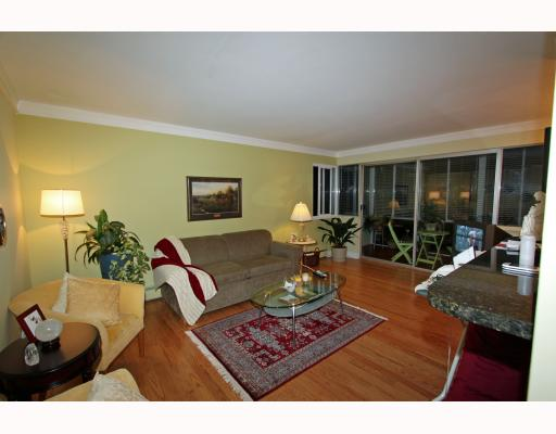 Main Photo: 404 1750 ESQUIMALT Avenue in West Vancouver: Ambleside Condo for sale : MLS(r) # V798842