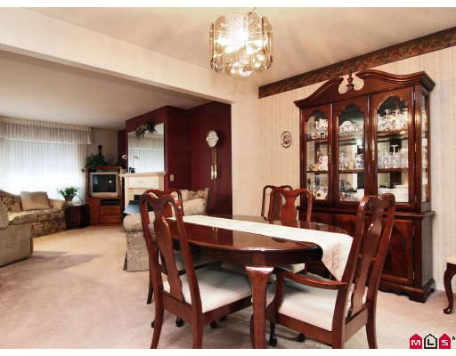"Photo 3: 105 1450 MCCALLUM Road in Abbotsford: Poplar Townhouse for sale in ""CROWN POINT"" : MLS® # F2833694"
