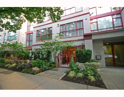 Main Photo: 102 2140 W 12TH Avenue in Vancouver: Kitsilano Condo for sale (Vancouver West)  : MLS(r) # V771663