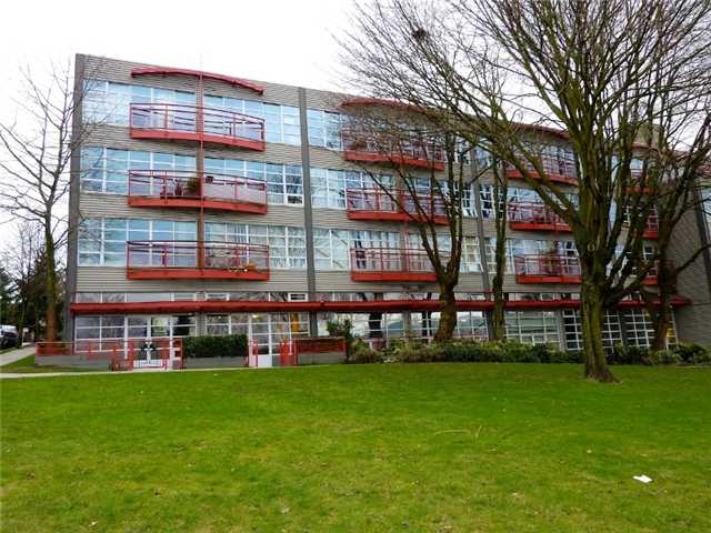 "Photo 10: 128 350 E 2ND Avenue in Vancouver: Mount Pleasant VE Condo  in ""MAIN SPACE"" (Vancouver East)  : MLS® # V826521"
