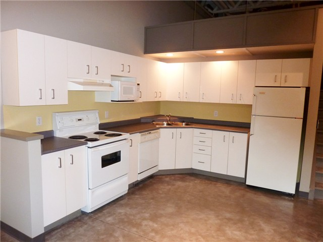 "Photo 5: 128 350 E 2ND Avenue in Vancouver: Mount Pleasant VE Condo  in ""MAIN SPACE"" (Vancouver East)  : MLS(r) # V826521"
