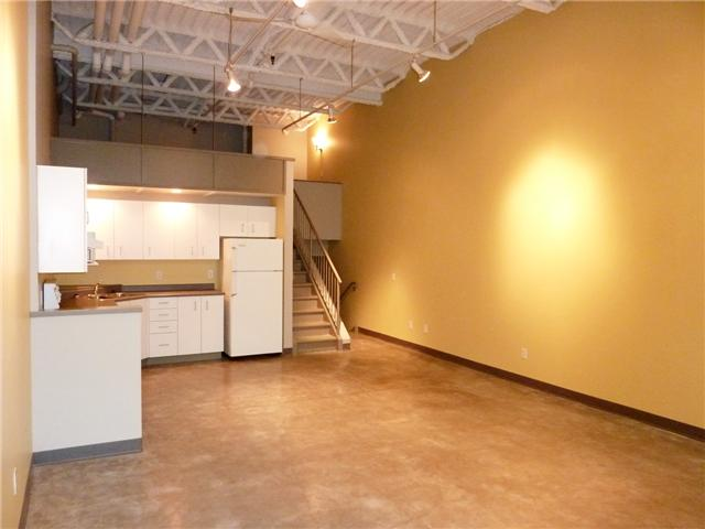 "Photo 2: 128 350 E 2ND Avenue in Vancouver: Mount Pleasant VE Condo  in ""MAIN SPACE"" (Vancouver East)  : MLS(r) # V826521"