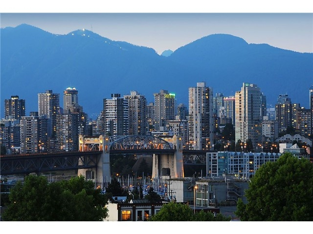 "Main Photo: 705 2288 PINE Street in Vancouver: Fairview VW Condo for sale in ""THE FAIRVIEW"" (Vancouver West)  : MLS(r) # V852538"