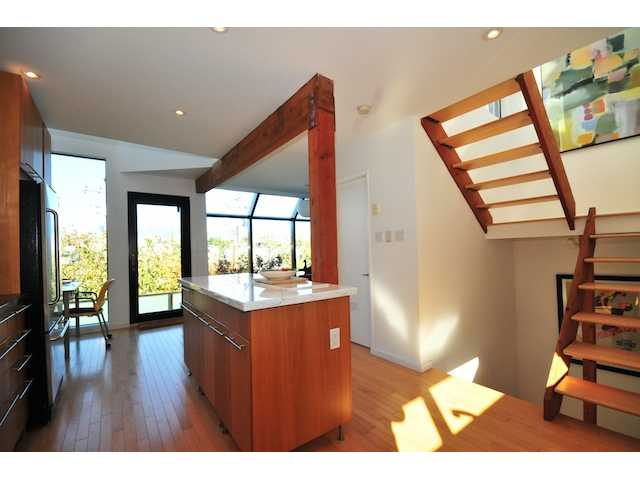 Photo 2: 950 W 7TH Avenue in Vancouver: Fairview VW Townhouse  (Vancouver West)  : MLS(r) # V854034