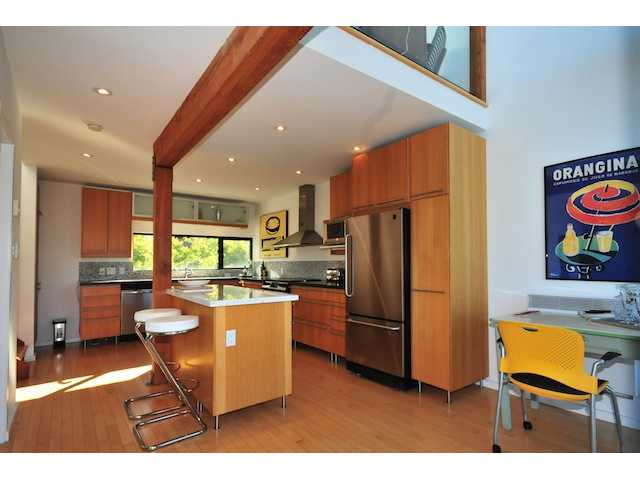 Photo 3: 950 W 7TH Avenue in Vancouver: Fairview VW Townhouse  (Vancouver West)  : MLS(r) # V854034