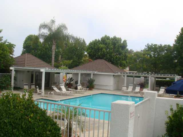 Photo 5: CARLSBAD SOUTH Condo for sale : 2 bedrooms : 6904 Carnation in Carlsbad