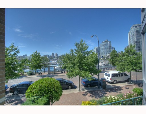 "Photo 8: 1063 MARINASIDE Crescent in Vancouver: False Creek North Townhouse for sale in ""QUAYWEST"" (Vancouver West)  : MLS® # V775209"