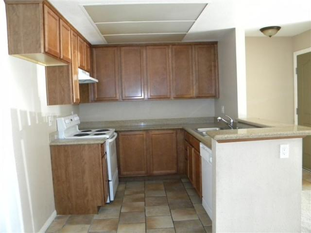 Main Photo: OCEANSIDE Condo for sale : 2 bedrooms : 432 Edgehill #171