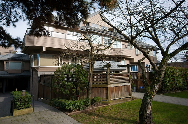 Main Photo: 2419 W 1ST Avenue in Vancouver: Kitsilano Townhouse for sale (Vancouver West)  : MLS® # V868161