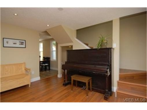 Photo 3: 241 Stormont Road in VICTORIA: VR View Royal Single Family Detached for sale (View Royal)  : MLS(r) # 247043