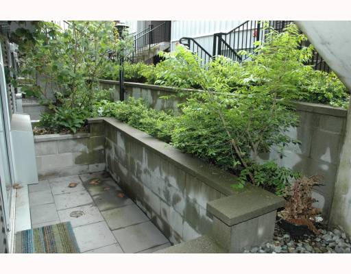 "Photo 10: 684 W 6TH Avenue in Vancouver: Fairview VW Townhouse for sale in ""BOHEMIA"" (Vancouver West)  : MLS(r) # V765144"